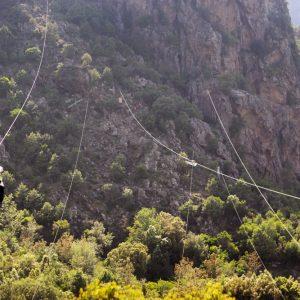 Une séance de via ferrata et des tyroliennes dans la vallée d'Asco