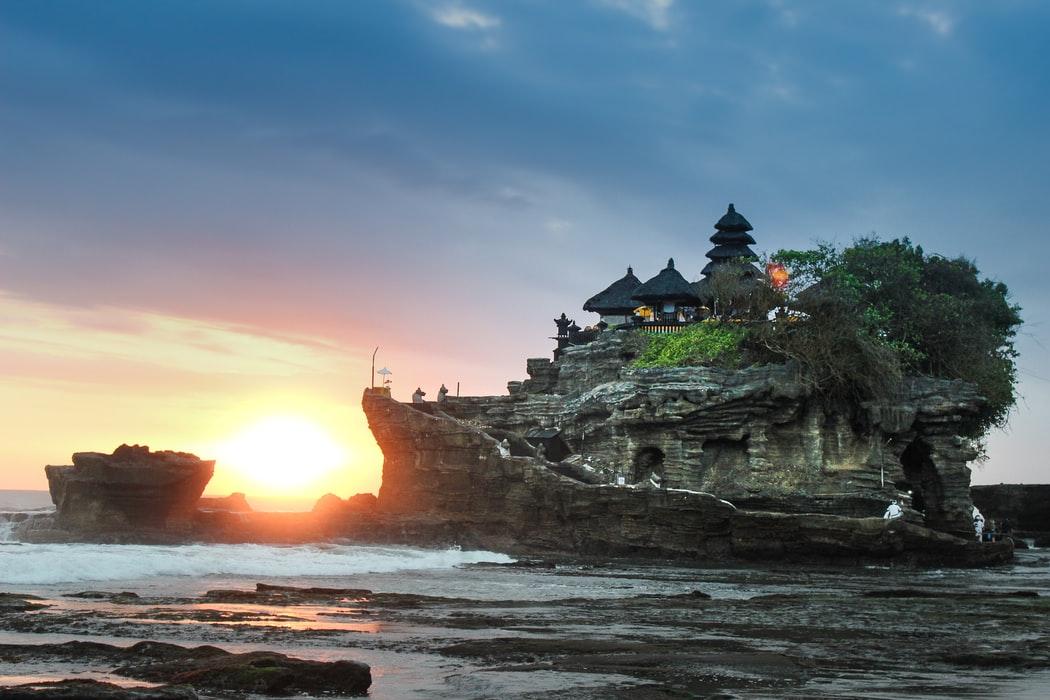 le temple de bali entre terre et mer