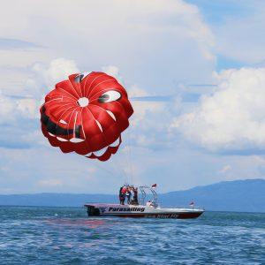 Parachute ascensionnel sur la baie de Saint-Raphaël
