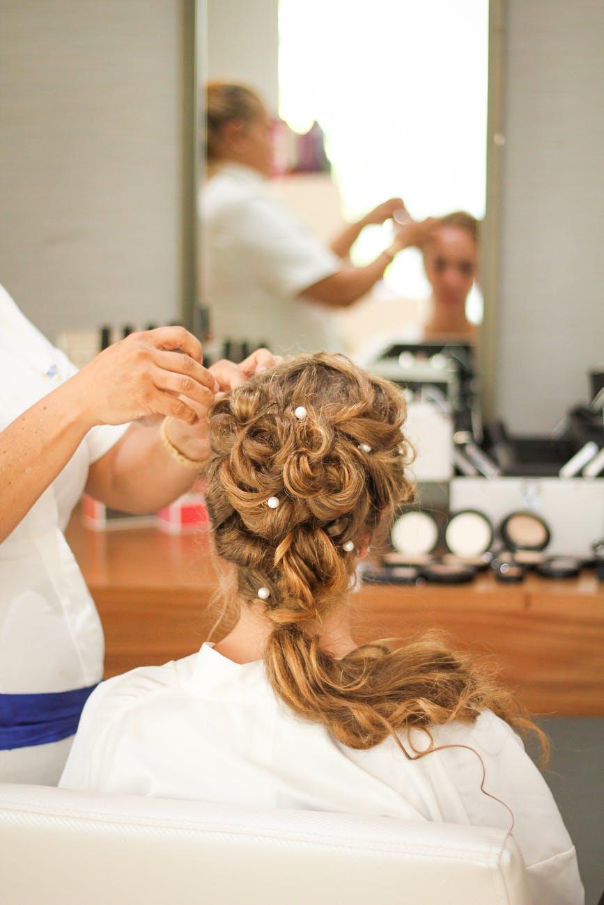 se faire coiffer par un professionnel pour son mariage