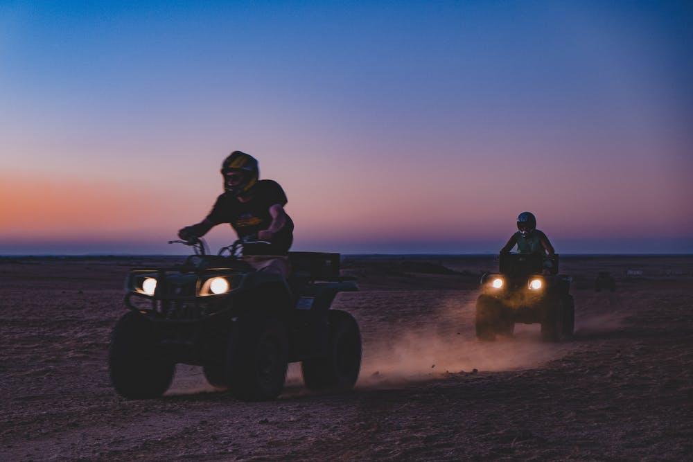 Quad dans le désert Namibien