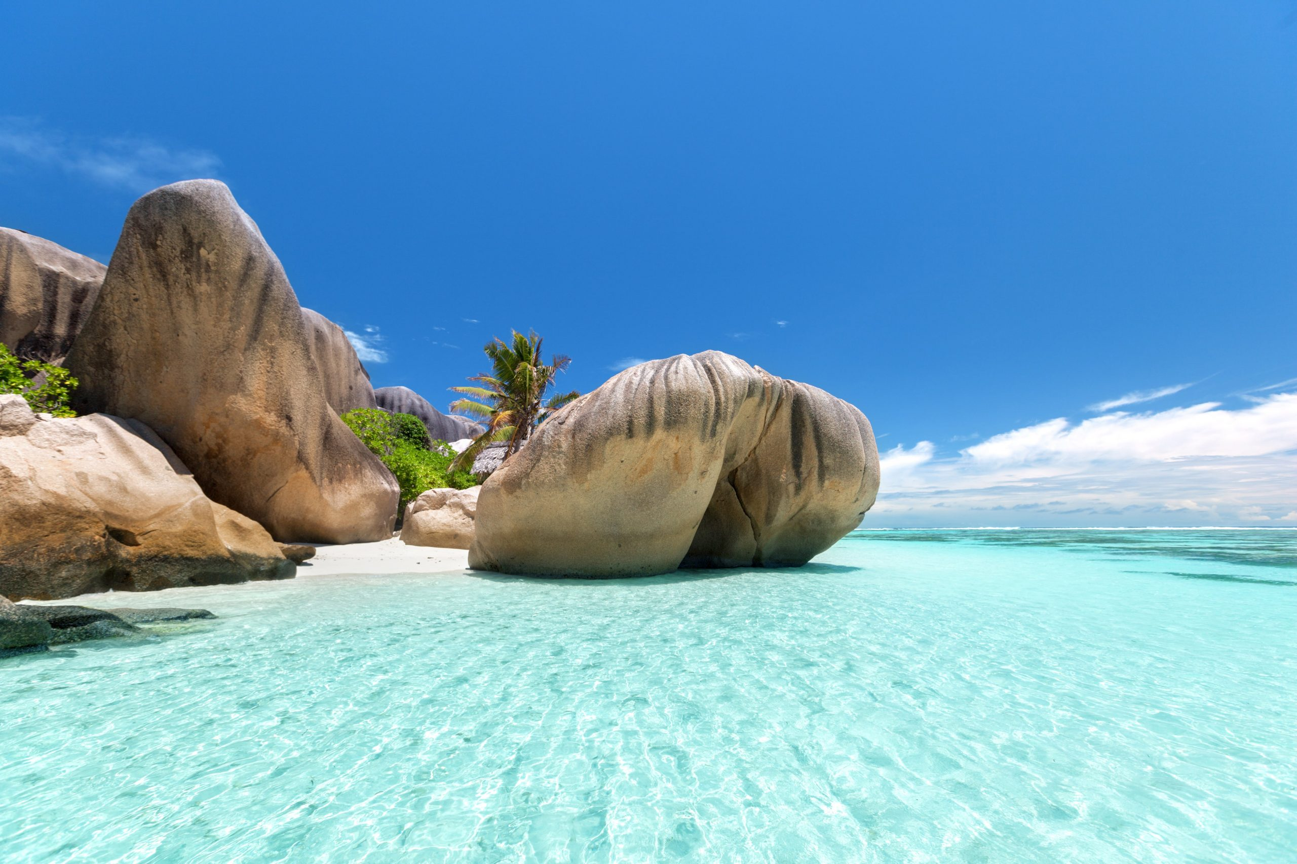 eau cristalline et rocher en granite seychelles