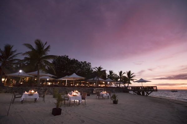 Un dîner au couché de soleil au Castaway Island Fidji