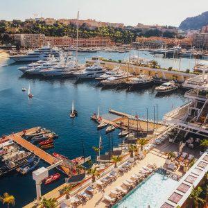 Une croisière touristique dans la Côte d'Azur