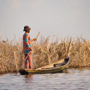 Une balade en mokoro, la pirogue traditionnelle sur le delta