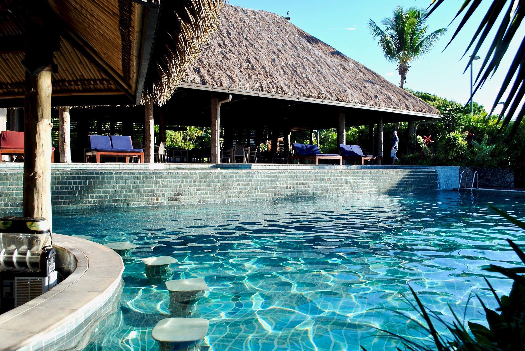 outrigger fidji beach resort piscine