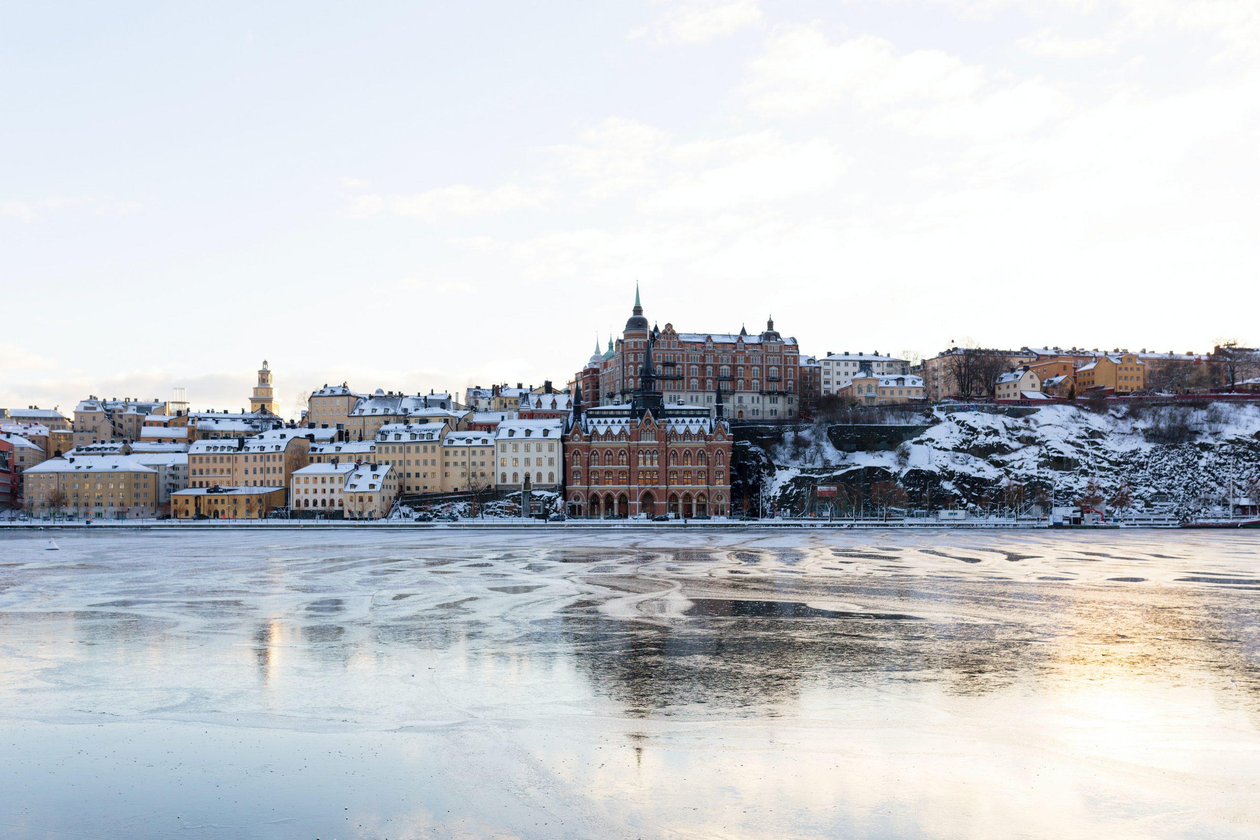 ville et lac glacé