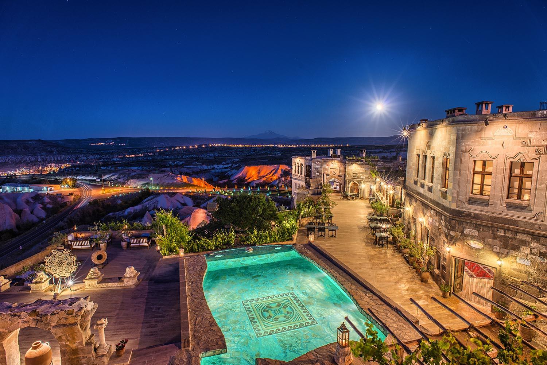museum hotel piscine vue nocturne
