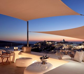 Canaves-Oia-Sunday-Suites-Rooftop-Bar-Restaurant-1